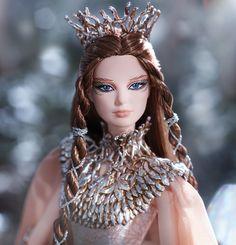 Disfruta con las imágenes promocionales de esta muñeca de fantasía.