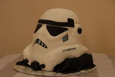 Star Wars Wedding Cake - Inspiration for Mobella Events, www.mobellaevents.com