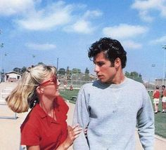 John Travolta and Olivia Newton-John in 'Grease', Aesthetic Vintage, Aesthetic Photo, Aesthetic Pictures, 70s Aesthetic, Aesthetic Movies, Danny Zuko, Iconic Movies, Old Movies, 70s Films