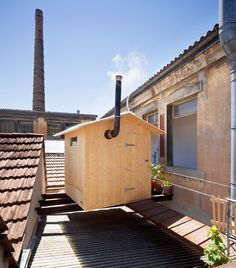 Rooftop Sauna - Awesome. I want to build something like this on my property.