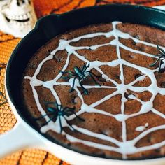 Happy (almost) Halloween! You are seriously going to looove these super moist chocolate chip skillet brownies! They have the same great taste as your favorite chocolate brownies, but without any flou Diet Coke Brownies, Homemade Kind Bars, Cookie Recipes, Dessert Recipes, Party Desserts, Drink Recipes, Healthy Chocolate Chip Cookies, Chocolate Brownies, Healthy Cookies