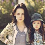 Bella and Renesmee - Wow!  Does she look like she could REALLY be her daughter or what?!!?