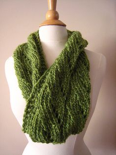 Ravelry: Green Chunk Cowl pattern by bonnie jiang #knit