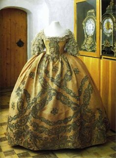 Court dress of Elizabeth of Russia from the State Historical Museum, Moscow via Fripperies and Fobs