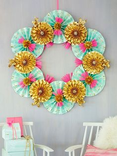 Paper pinwheel wreath for Christmas (I'd keep it up all the time)