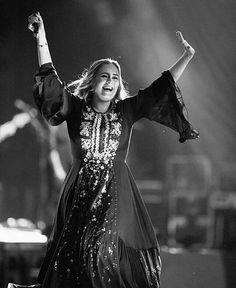 Photo via Twitter #Adele #Glastonbury #PyramidStage #WorthyFarm #Pilton #GlastonburyFestival June 25, 2016