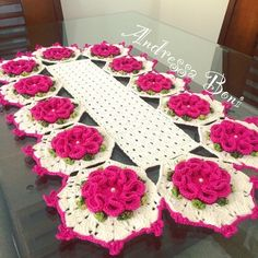 - Andressa Boni Croche Crochet Dollies, Crochet Art, Thread Crochet, Filet Crochet, Crochet Flowers, Tree Crafts, Diy And Crafts, Knitting Patterns, Crochet Patterns