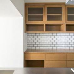 食器棚とカップボードはオーク突板仕上げ