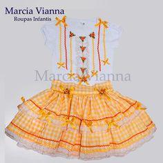Caipira junina amarela e laranja infantil, blusa e saia mais o acessório de cabelo arco, arranjo ou maria chiquinha.  Cor e estampa podem variar, feito sob medida.