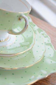 My perfect tea set....mint coloured with tiny polka dots.  Adorable!    ᘡղbᘡ