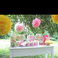 Love this outdoor idea, and those hanging poms keep appearing in almost every first birthday party I look at! They are growing on me :)