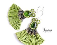 Orecchini soutache. Nappa orecchini. Boho orecchini. Lampadari di etno. Gioielli di soutache. Orecchini verde. Regalo per lei. Textile Jewelry, Boho Jewelry, Jewlery, Jewelry Design, Soutache Bracelet, Soutache Jewelry, Beaded Jewelry, Tassel Earrings, Drop Earrings