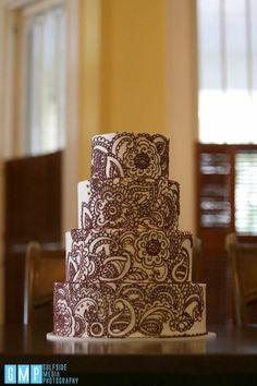 Paisley Wedding Cakes, Henna Wedding Cake, Indian Wedding Cakes, Amazing Wedding Cakes, Pretty Cakes, Beautiful Cakes, Henna Cake Designs, Bollywood Cake, Wedding Snacks