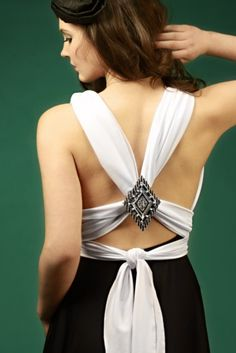Now that's what I'm talking about for a bridesmaids' dress...sexy and convertible