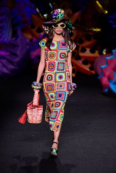 Jeremy Scott Shows a Colorful, Diverse Tribute to Los Angeles for Moschino Resort 2017 - Fashionista Knit Fashion, Live Fashion, Fashion Week, Fashion Models, Fashion Show, Fashion Looks, Devon Aoki, Moschino, Miranda Kerr