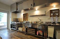 キッチンの様子2。業務用キッチンです。 (id:96163,キッチン)