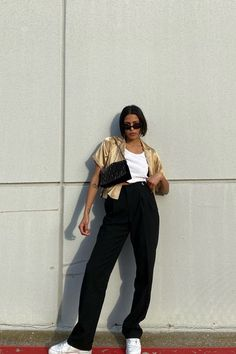 Apr 2020 - In case you were wondering, find out what shoes to wear with wide-leg jeans because, after all, the denim is trending hard these days. Mode Outfits, Trendy Outfits, Summer Outfits, Fashion Outfits, Womens Fashion, Sneakers Fashion, Fashion Shoes, Party Fashion, Fall Outfits