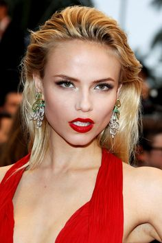 Natasha Poly has the exact makeup i want for prom... love it with the red dress! #TopshopPromQueen