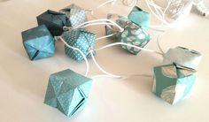 Guirlande lumineuse 10 lampions cubes origami tons de bleu pastel dragée…