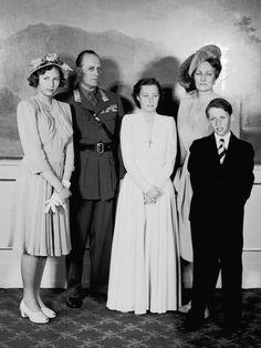 carolathhabsburg:  Princess Ragnhild of Norway´s confirmation. 1940s-l-r Princess Astrid, Crown Prince Olav (later King Olav), Princess Rangnhild, Crown Princess Märtha, Prince Harald (the current King)