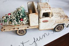 LOVE THIS TRUCK actually the entire post is FULL of amazing little decorating ideas! Linked to Merry Christmas Blog Hop ---->>>> Itsy Bits and Pieces Christmas Decorating