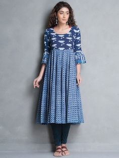 Here are the 15 best printed kurti designs. You can personalize your theme for kurti or try printed kurti design to catch the attention of your friends. Salwar Pattern, Kurta Patterns, Dress Patterns, Printed Kurti Designs, Salwar Designs, Blouse Designs, India Fashion, Ethnic Fashion, Indian Dresses