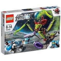 Embarque nesta grande aventura  contra os terríveis insetos alienígenas  com o Lego Galaxy Squad Ferrão Contorcido.   O cortador de estrelas em forma de gafanhoto esta tentando capturar a equipe azul do Esquadrão da galáxia. Para vencer esta batalha, separe o veículo em uma nave com canhões e um carro.   Inclui 3 minifiguras: sendo um Solomon Blaze, um robô acompanhante e um insetóide extraterrestre vermelho exclusivo. Esta grande aventura é garantia de horas de muita diversão.