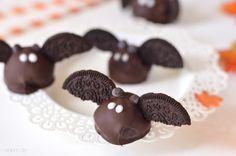 BOOOO! Die grusligste Zeit des Jahres steht bevor! Holt Süßigkeiten und Candycorn aus dem Schrank. Und Fledermäuse um sie an die Kinder zu v...