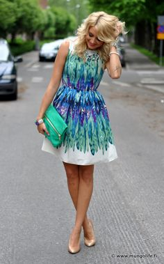 Love the dress colors with the gold heels