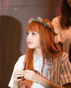 Lisa of Blackpink Kim Jennie, Kpop Girl Groups, Korean Girl Groups, Kpop Girls, Yg Entertainment, Forever Young, K Pop, Lisa Black Pink, Oppa Gangnam Style