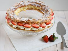 paris brest Paris Brest, Cupcake Images, Food Art, Camembert Cheese, Delicious Desserts, Good Food, Cupcakes, Sweets, Nice
