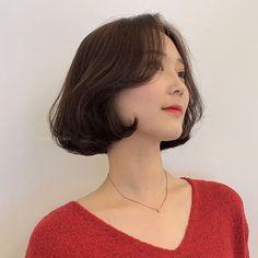 • 2019 여자단발머리스타일 /단발포니펌 BONNIE 💜 : 네이버 블로그 New Short Haircuts, Popular Short Hairstyles, Permed Hairstyles, Girl Hairstyles, Shot Hair Styles, Hair Styles 2014, Asian Short Hair, Short Hair Cuts, Hair Inspo