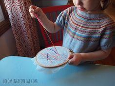 Costura a un bastidor de bordado - 14 actividades Montessori para un niño de dos años de edad,