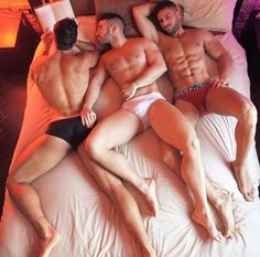 Hot Gay Guys Threeway Fun