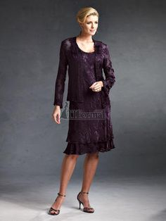 1920s Style Dresses - all sizes. $223  http://www.vintagedancer.com/1920s/1920s-womens-clothing/