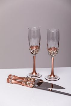 Gold Wedding сhampagne glasses and cake server and knife gold bride and groom wedding toasting flutes personalized glasses For these glasses color: gold All completely handmade! MEASUREMENTS: -Champagne flutes : Height - 9.2 inch (23.5 sm). Volume – 170ml (6.1 oz) - set for cake: