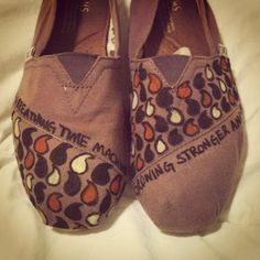 hannahbamajubilee:    I decided to give my old TOMS an Avett makeover