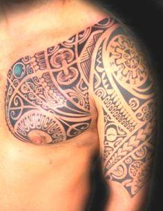 Incroyable Tatouage d'Armure Polynesian Maori sur le Torse, l'Épaule et le Haut Bras d'un Homme - Armor Tattoo from Maori Polynesian on Chest and Upper Arm of a Men by René Vaiaanui : http://tatouages-polynesiens.polinesia2012.com/tatoueur-polynesien/
