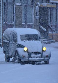 Citroen Bread Van in the snow