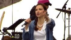 Ashley Judd Recites 'I Am a Nasty Woman' Poem at DC Women's March