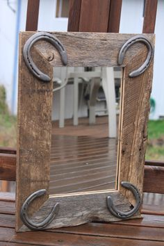 Rustic Wall Mirror for horse lovers, western or rustic decor with horseshoes Western Crafts, Country Crafts, Western Decor, Country Decor, Rustic Decor, Bedroom Country, Horseshoe Projects, Horseshoe Crafts, Horseshoe Art