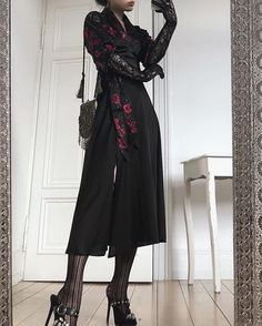 Discovered by Find images and videos on We Heart It - the app to get lost in what you love. Edgy Outfits, Mode Outfits, Pretty Outfits, Pretty Dresses, Fashion Outfits, Womens Fashion, Alternative Outfits, Alternative Fashion, Dark Fashion