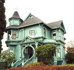 victorian home-it kind of looks like it came out of a Tim Burton movie, doesn't it?