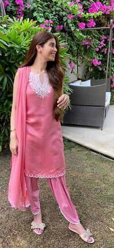 Trendy Style, Trendy Fashion, Stylish Suit, Desi Wedding, Kurtis, Pakistani, Tunic Tops, Design, Women