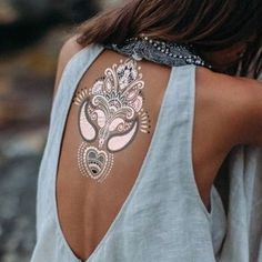 Tattoo's are beautiful and tell story's❤️ What tells your tattoo? 💙💜❤️💛💚 #tattoo #everytattoohaveastory #white #whiteink #whiteinktattoo #backpack #backtattoo