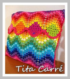 Tita Carré  Agulha e Tricot : Almofada Rainbow Ripple