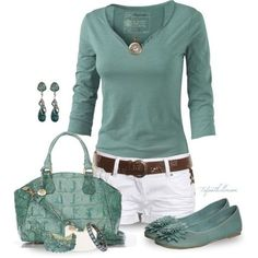 LOLO Moda: Trendy Summer Outfits -- love this color of green. Mode Outfits, New Outfits, Spring Outfits, Casual Outfits, Fashion Outfits, Fashion Trends, Casual Shorts, Khaki Shorts, Comfortable Outfits