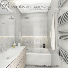 Projekt mieszkania Inventive Interiors - jasna delikatna kobieca lazienka - szarość biel i jasne drewno w łazience