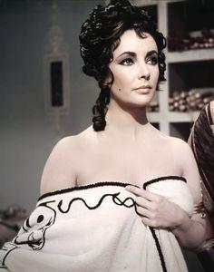 manythewonders:  Elizabeth Taylor, Cleopatra, 1963