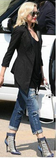 Gwen Stefani: Purse – Chanel  Sunglasses – Stella McCartney  Shoes – L.A.M.B.  Jeans – James